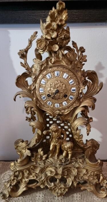 antico orologio da tavolo