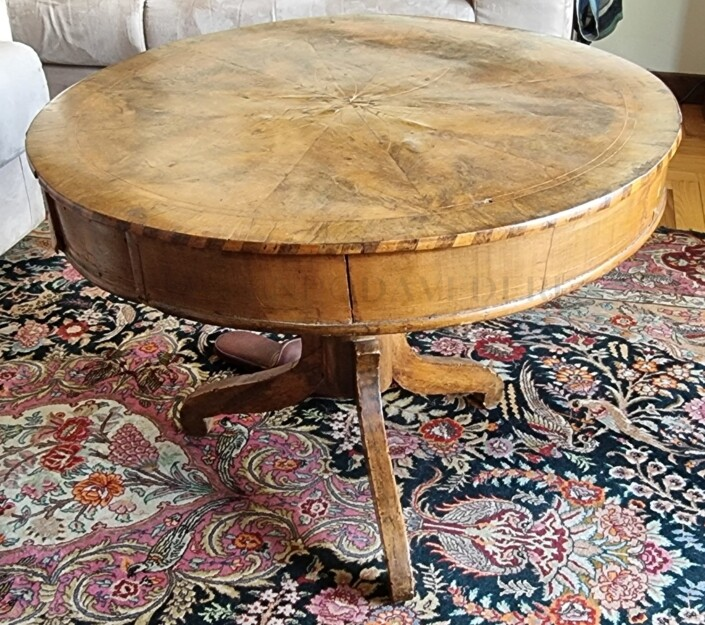 Tavolino da salotto in legno con intarsi